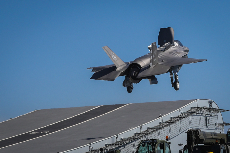 Royal Navy Cdr. Nathan Gray, 41, makes the first-ever F-35B Lightning II jet take off from HMS Queen Elizabeth. Photo: Lt. Cdr. Lindsey Waudby, Royal Navy