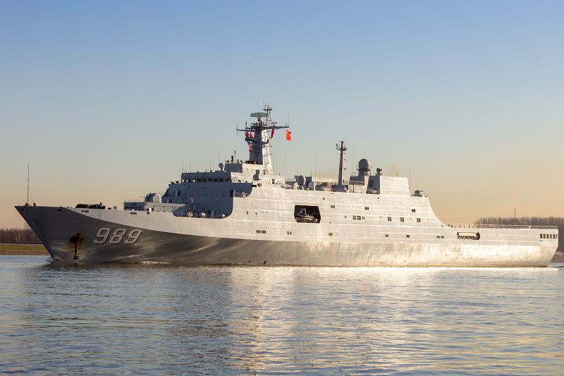 ROTTERDAM - JAN 30, 2015: Chinese People s Liberation Army Navy (PLAN) amphibious transport ship 989 Changbai Shan (NATO name: Yuzhao) leaving the Port of Rotterdam after the first visit ever of the Chinese Navy to The Netherlands